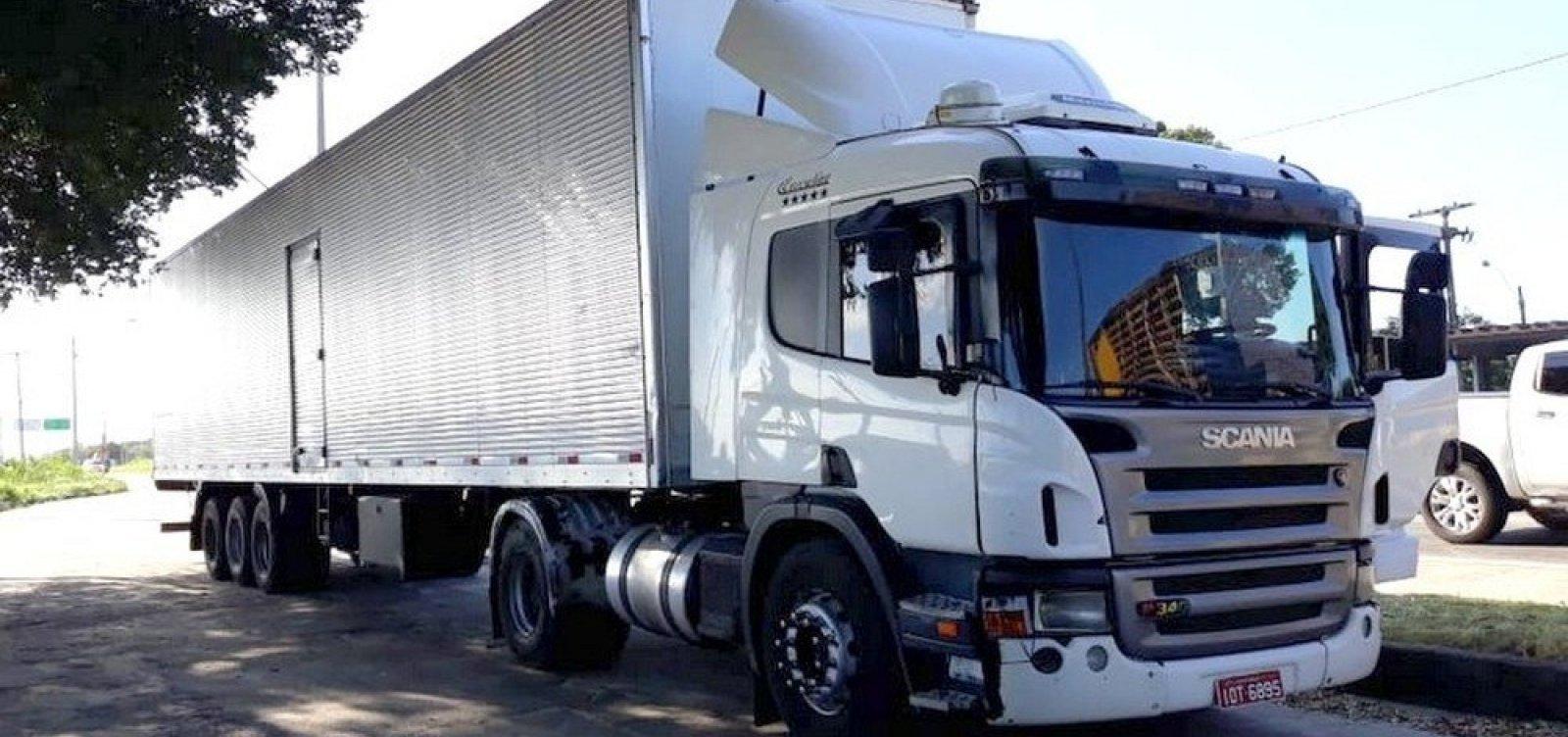 [Homens roubam 24 toneladas de bebida alcoólica em caminhão na BR-101]