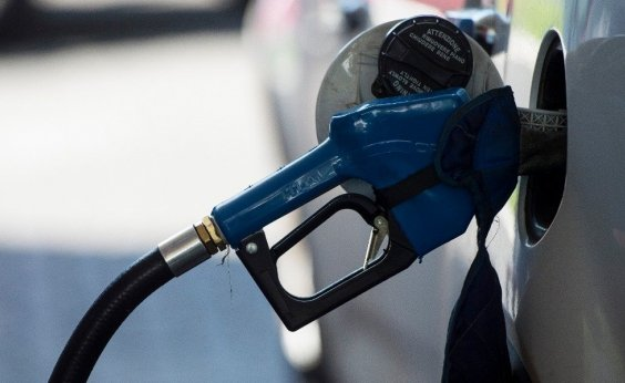 [Preço de gasolina vendida nas refinarias cai e chega a R$ R$ 1,4675]