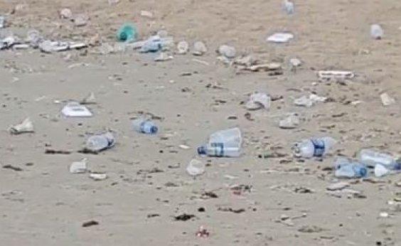 [Você Repórter: praia de Piatã amanhece repleta de lixo; veja vídeo]