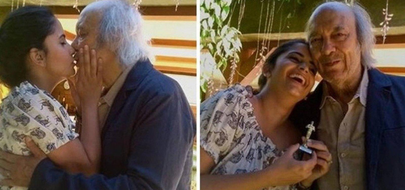 [Erasmo Carlos se casa com pedagoga 49 anos mais nova]