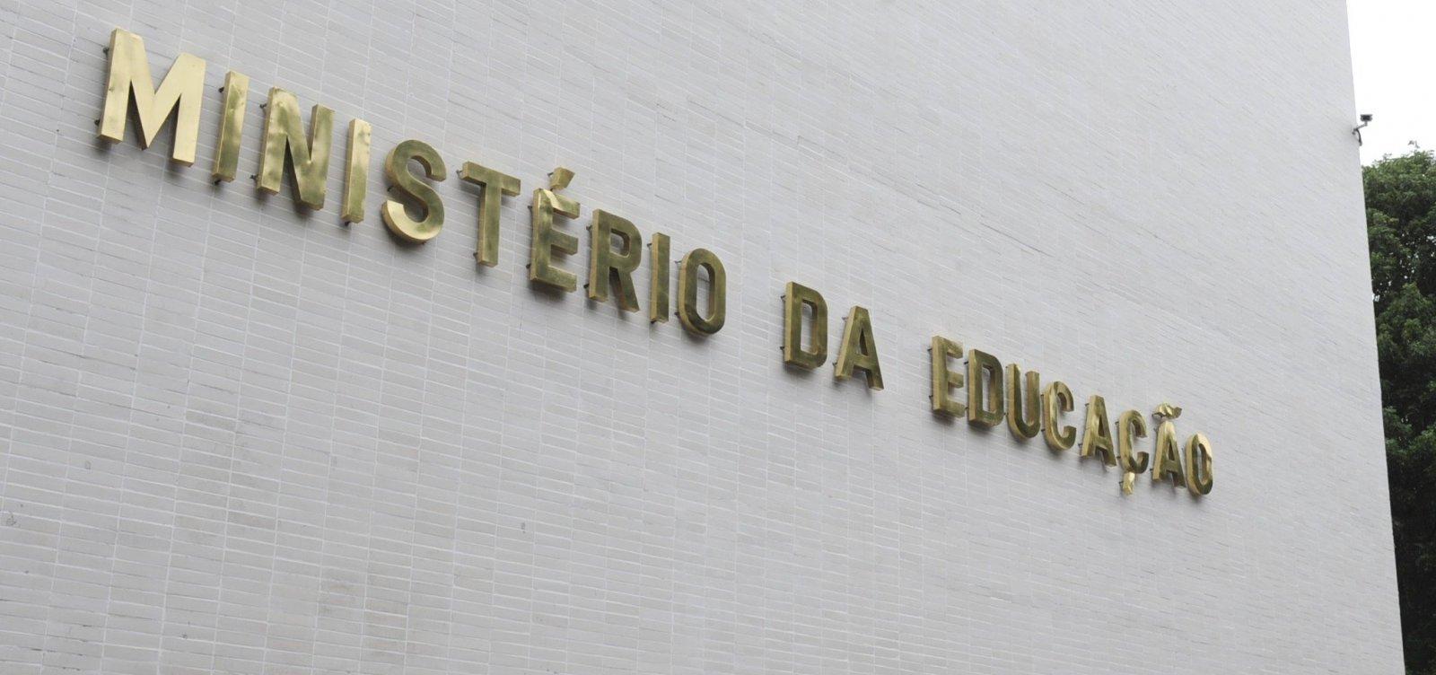 [Após repercussão, governo Bolsonaro recua e anula mudança em edital de compra de livros]