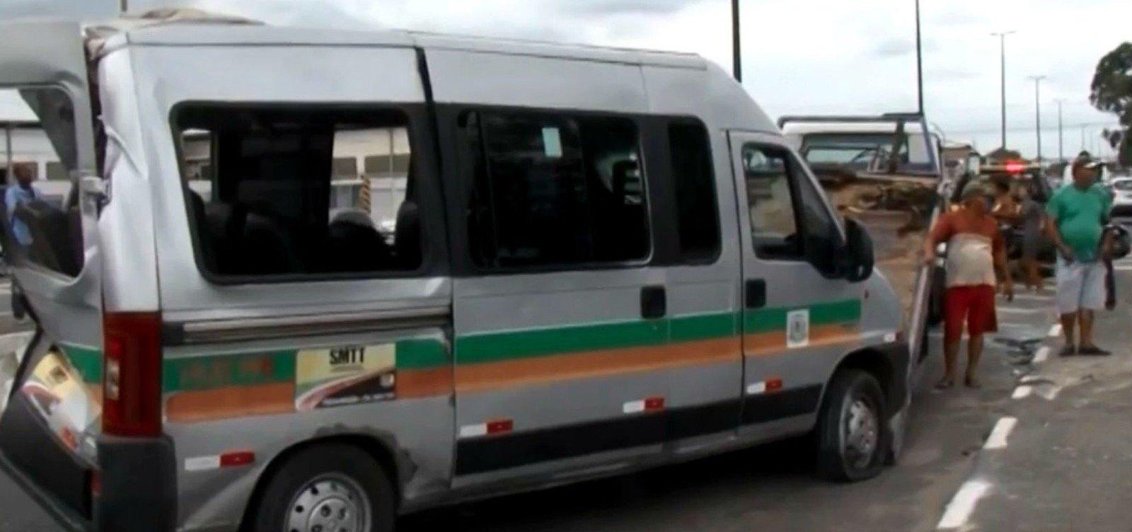 [Homem ferido em batida entre van e ônibus morre em hospital]