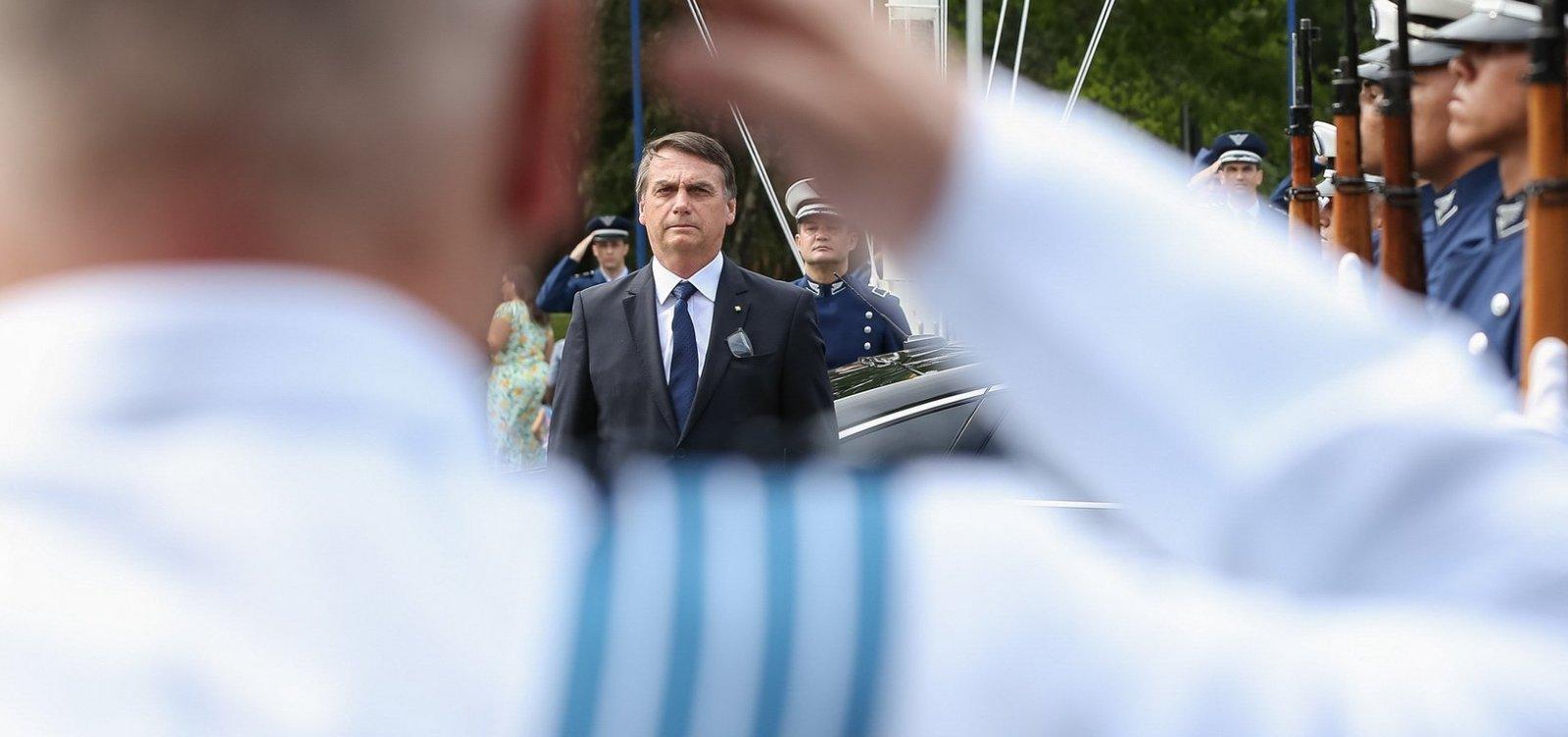 ['Veja' mostra Bolsonaro como novo Jânio Quadros]
