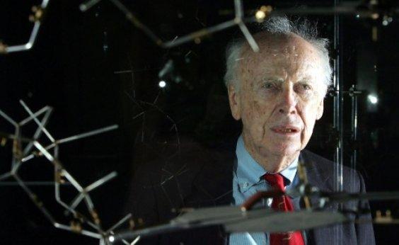 [Cientista ganhador do Nobel perde títulos após comentários racistas]