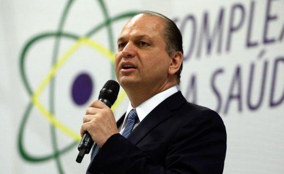 [Ex-ministro da Saúde é acusado por improbidade na compra de medicamentos e 14 mortes]