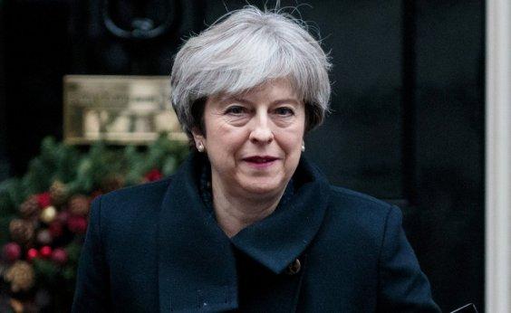 [Parlamento britânico vota pela permanência de May como primeira-ministra]