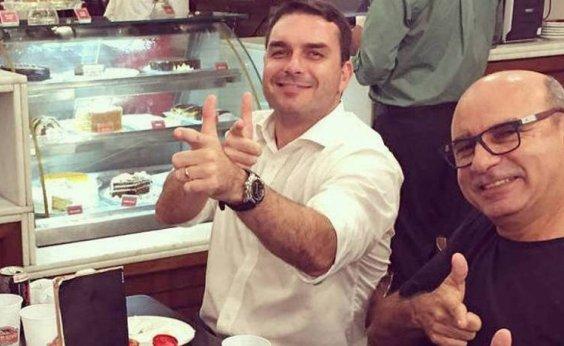 [Coaf aponta 48 depósitos suspeitos na conta de Flávio Bolsonaro, diz TV]