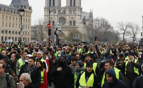 [Movimento dos coletes amarelos volta a protestar pela França]