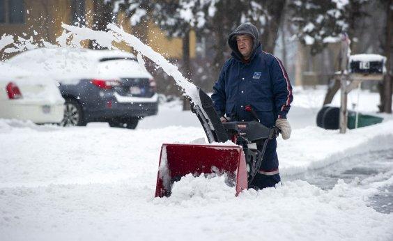 [Nevascas nos EUA deixam 3 mortos e causam cancelamento de mais de mil voos]