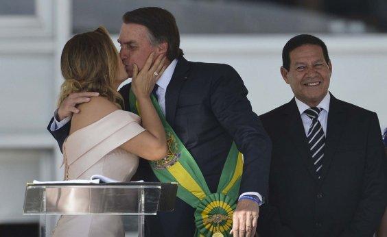 [Bolsonaro chega hoje a Davos, na Suíça; Mourão assume a Presidência]