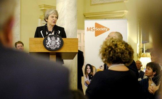 [Theresa May deve apresentar hoje 'plano b' para o Brexit]