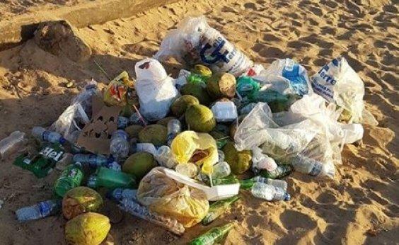 [Banhistas reclamam de lixos acumulados nas praias de Salvador]