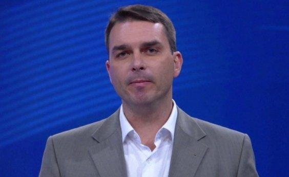 [Flávio Bolsonaro diz que membros de milícia foram nomeados por indicação de Queiroz]