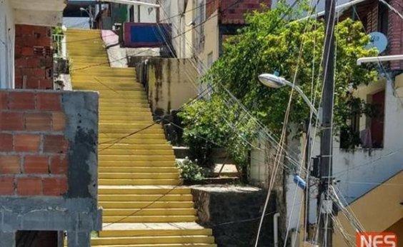 [Cervejaria pinta de amarelo escadaria que foi revitalizada em 'Segundo Sol']