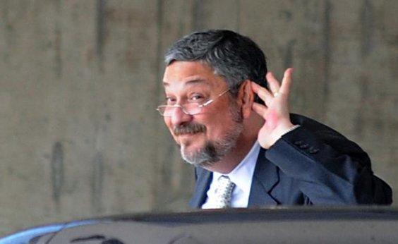 [Motorista diz que Palocci pôs cerca de R$ 10 mil em notas mofadas para secar no sol ]
