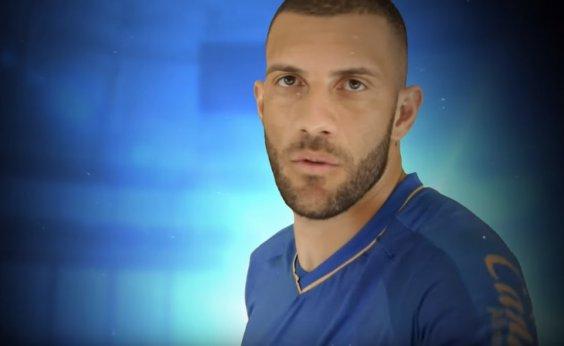 [Em vídeo de anúncio da contratação de Fernandão, Bahia revela terceiro uniforme ]