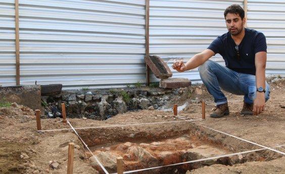 [Objetos históricos são encontrados em pesquisa arqueológica no Centro Histórico]