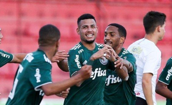 [Vitória assina com lateral da base do Palmeiras]