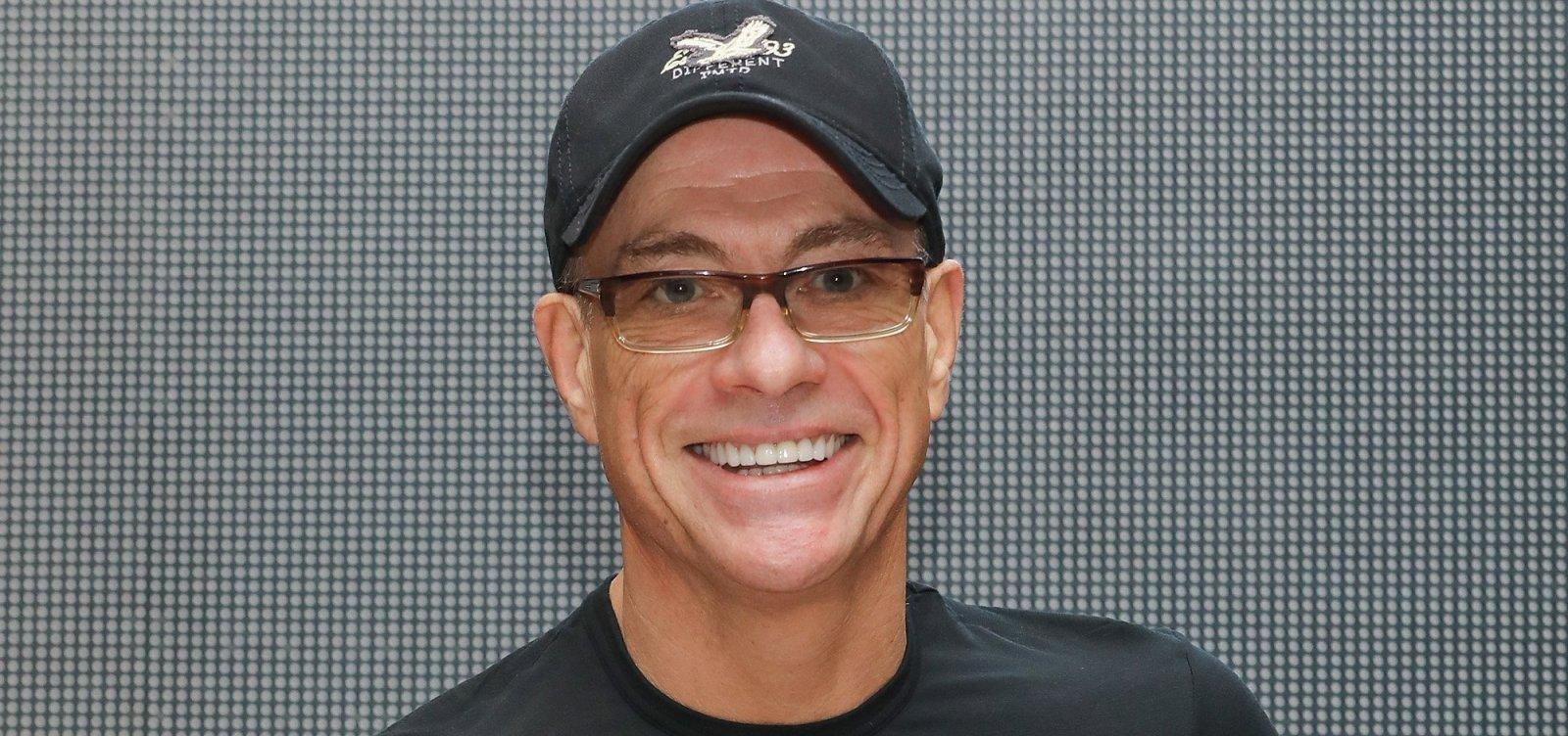 [Jean-Claude Van Damme garante que não morreu: 'É fake news' ]