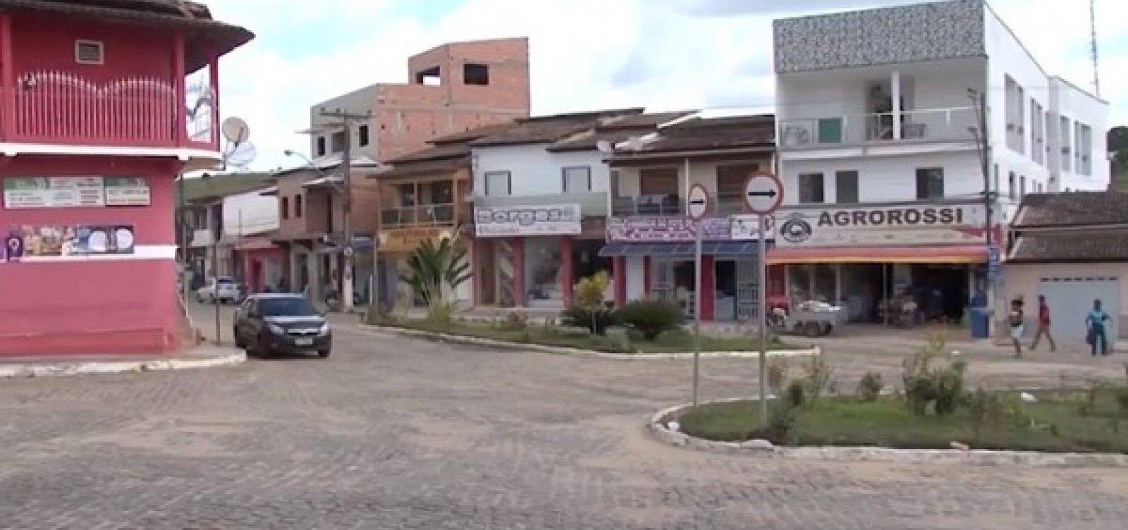 [Pedra cai em área rural de cidade após tremor de 2,5 graus na escala Richter ]