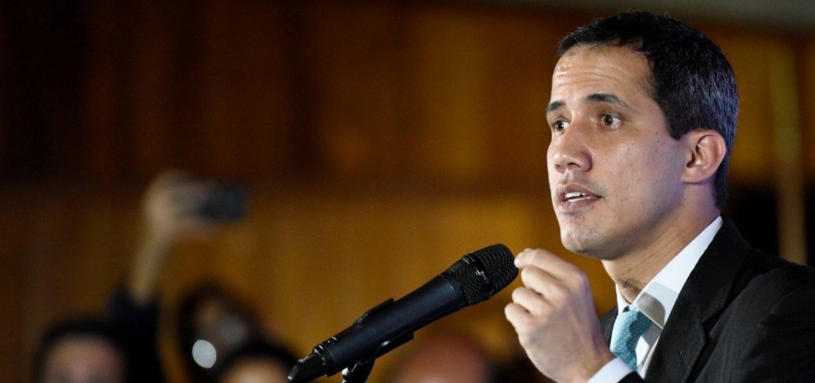 [Guaidó quer reunir venezuelanos na fronteira se Maduro proibir ajuda humanitária]