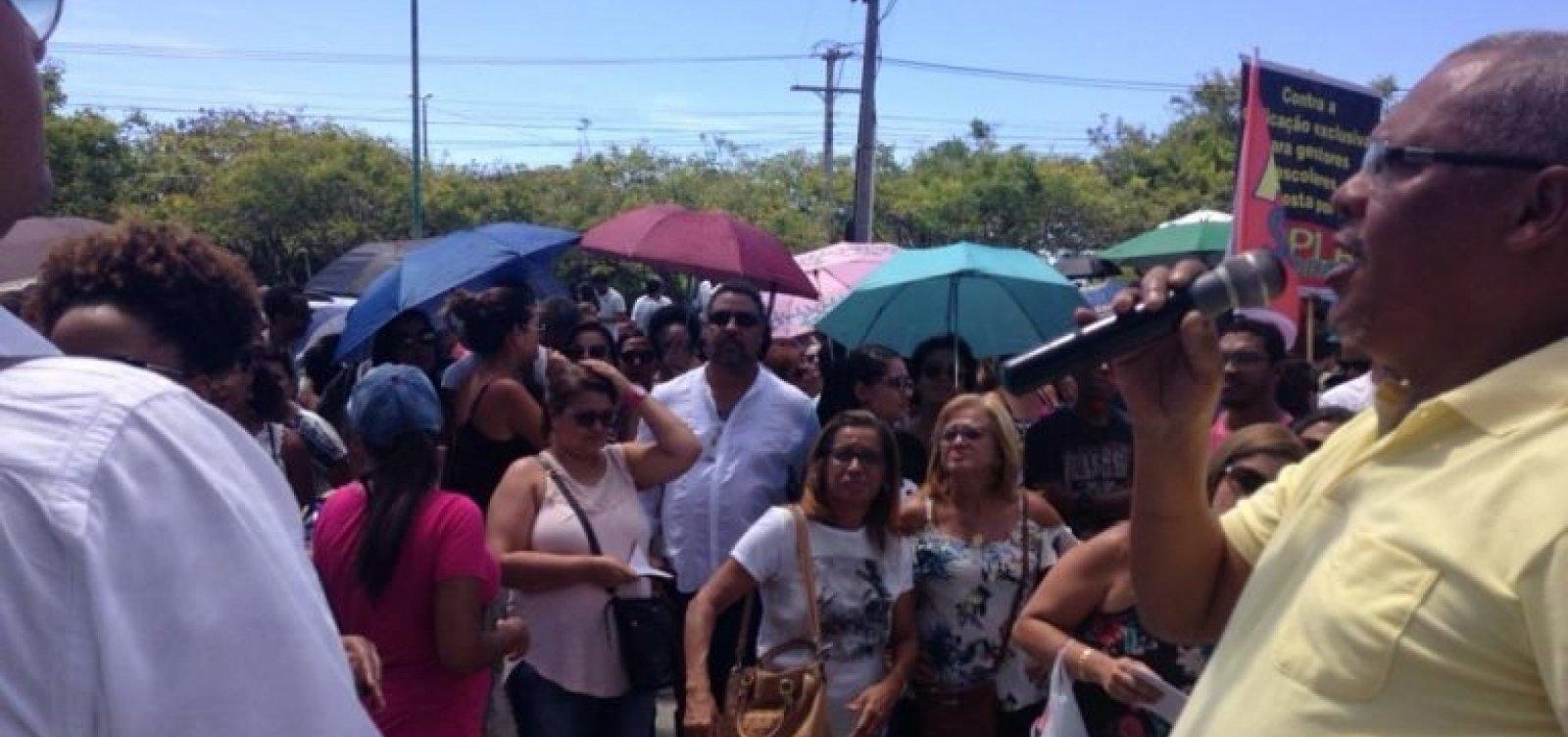 [Diretores e vices da rede estadual protestam contra Lei de Dedicação Exclusiva]