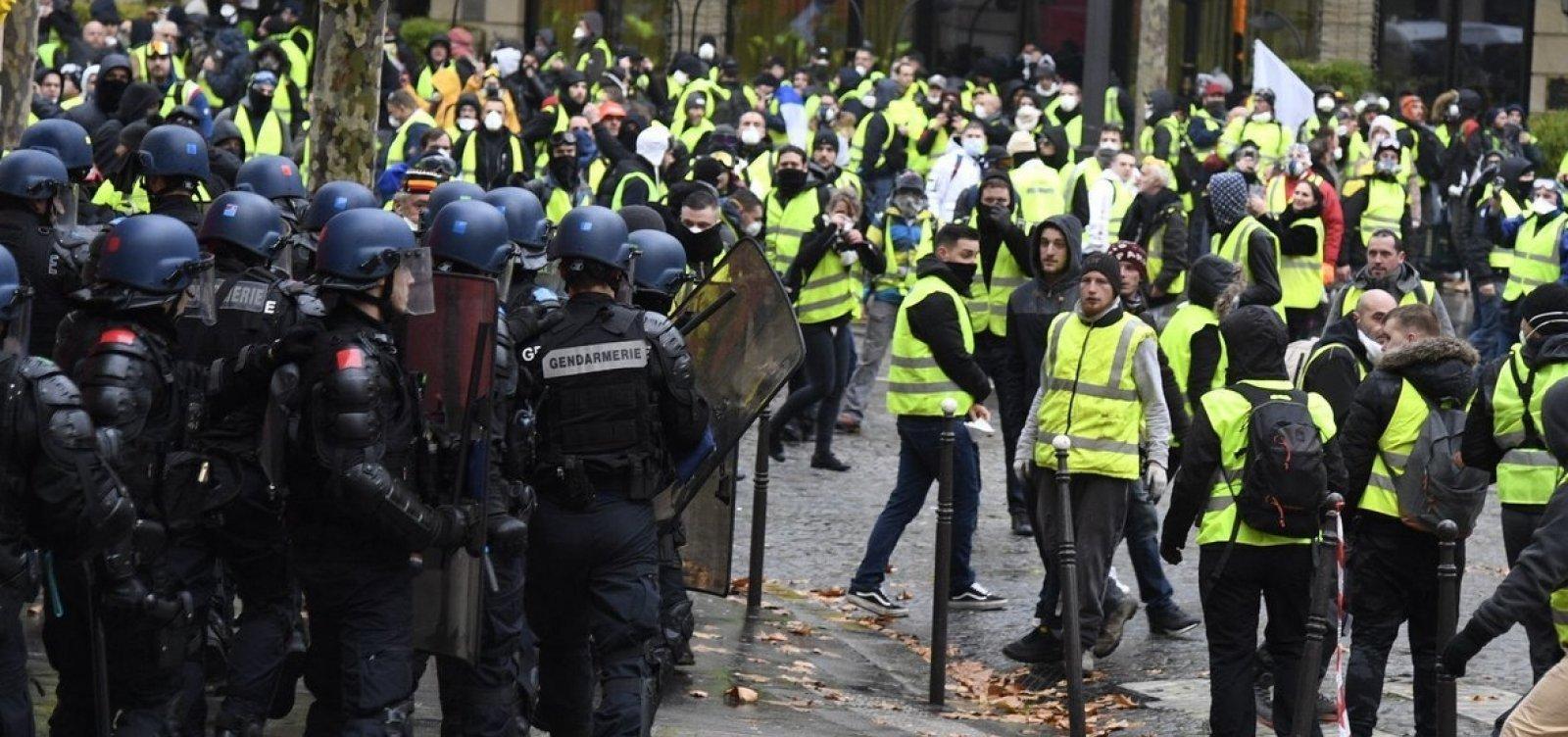 ['Coletes amarelos' vão às ruas da França em 13º sábado seguido de protesto]