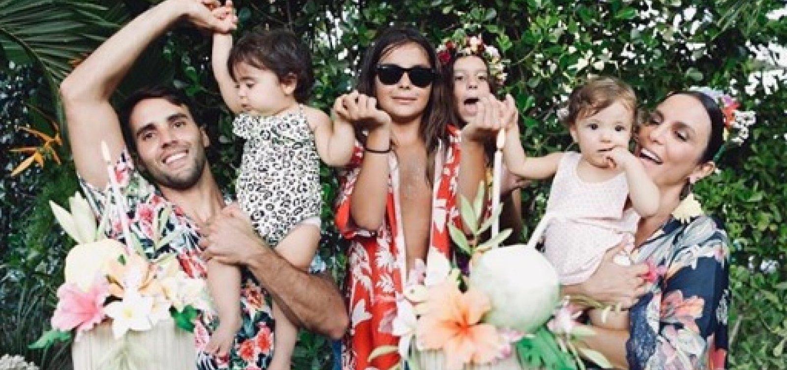 [Ivete comemora 1º aniversário das gêmeas Marina e Helena e posta foto da família ]