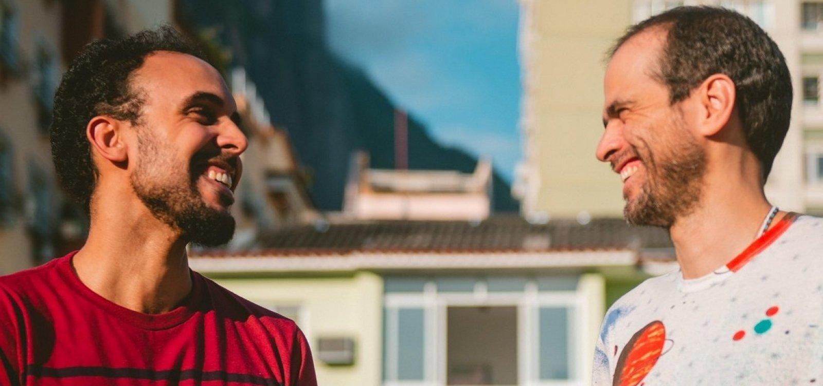 [Moreno Veloso e Bem Gil se apresentam juntos em Salvador]