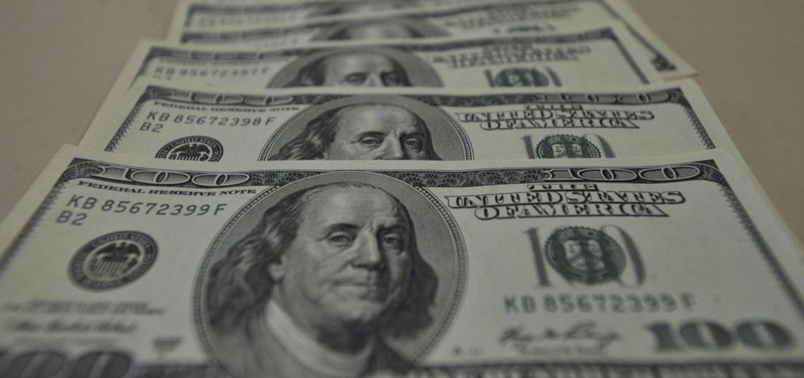 [Ibovespa opera em queda e dólar vale R$ 3,73]