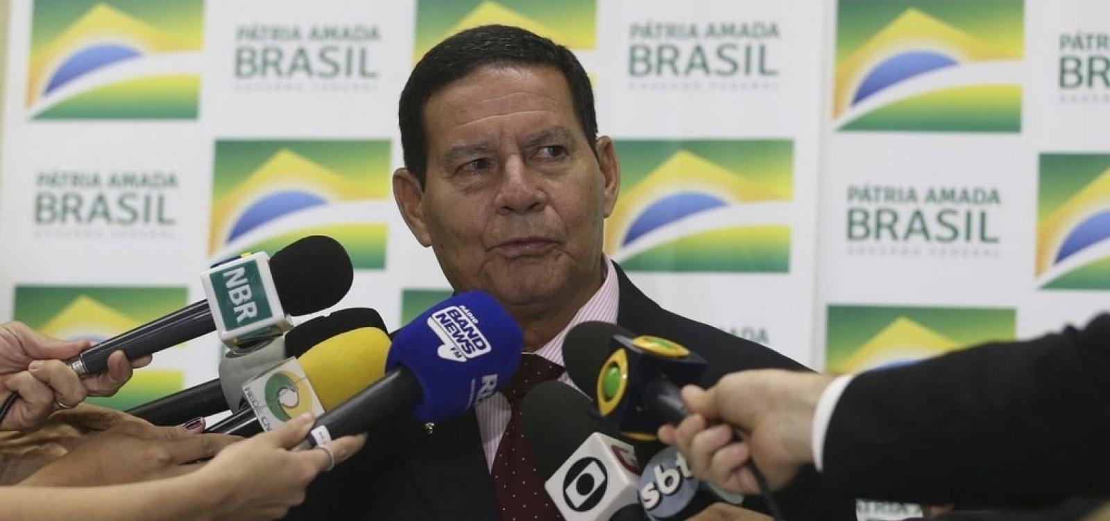 [Mourão rebate ministro e defende papel de Chico Mendes]