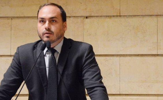 [Bolsonaro acerta afastamento do filho Carlos das questões do governo]