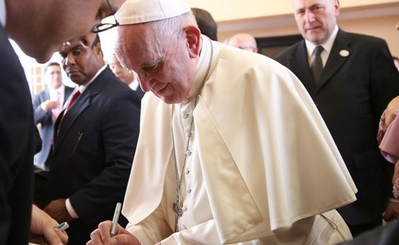 [Papa expulsa cardeal acusado de abusos sexuais]
