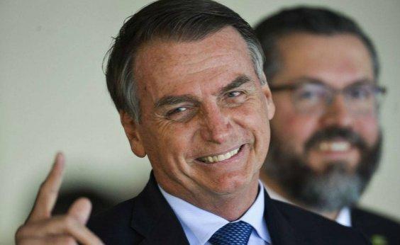 [Bolsonaro desmente boatos sobre acabar com o 13° salário e férias]