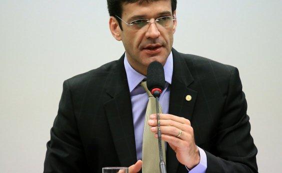 [Ministro do Turismo sabia de esquema para PSL lavar dinheiro, diz ex-candidata]