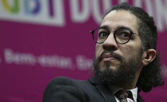 [Justiça inocenta Jean Wyllys por ter chamado Bolsonaro de 'racista' e 'canalha']