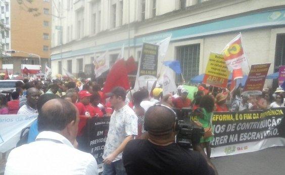[Protesto contra Reforma da Previdência deixa trânsito lento no Comércio]