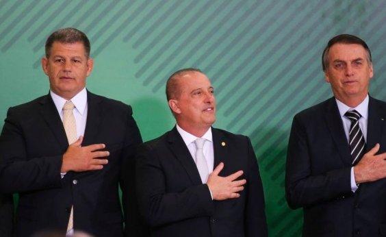 [Bolsonaro escala Onyx para negociar acordo com Bebianno]