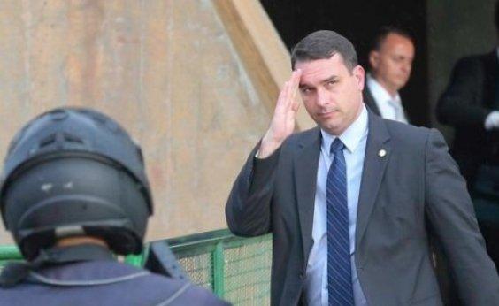 [Ex-assessora de gabinete de Flávio Bolsonaro foi paga com verba pública, diz jornal]