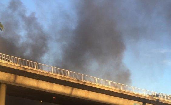 [Manifestantes queimam pneus e bloqueiam trânsito na Luís Eduardo Magalhães]