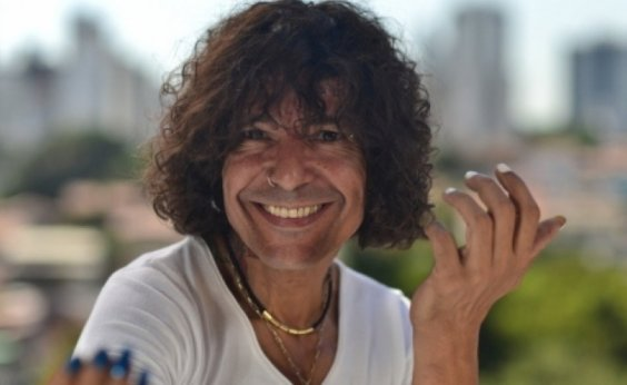 [Carnaval 2019: Luiz Caldas desfila sem cordas na Barra]