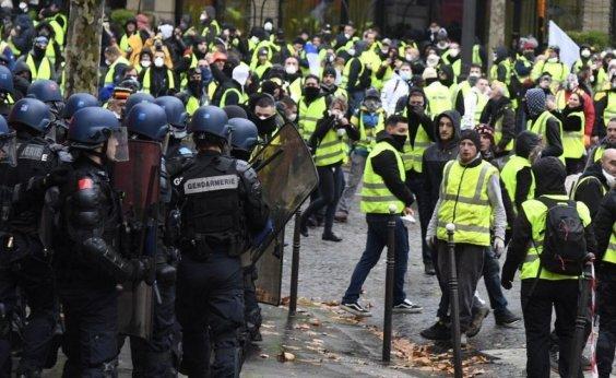 [Coletes amarelos voltam a protestar na França]