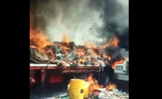 [Caminhões com ajuda humanitária são incendiados na Venezuela]