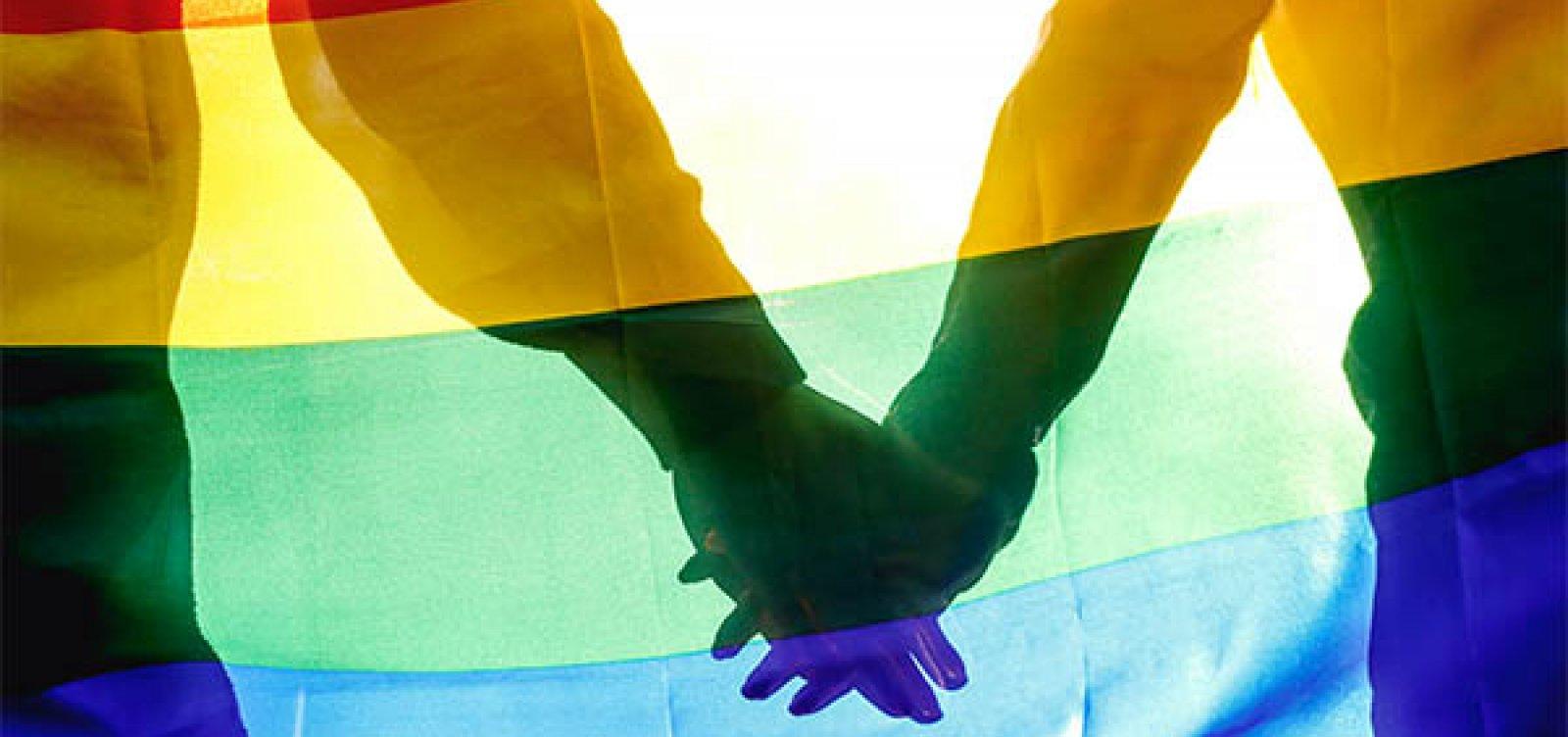[Bancada evangélica quer delimitar homofobia, diz coluna]