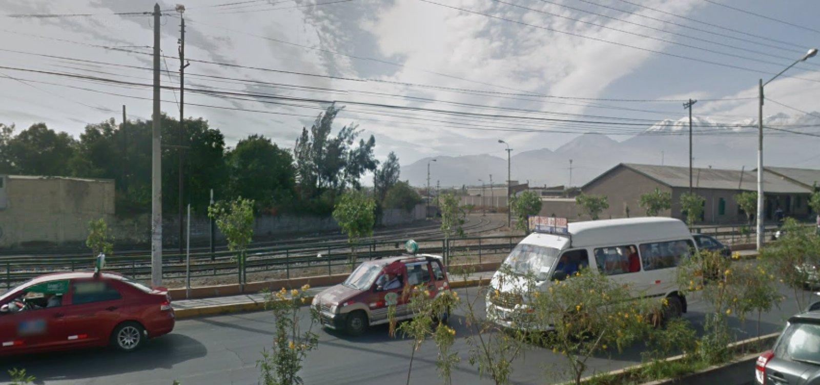 [Terremoto de 7,3 graus na escala Richter atinge Arequipa, no Peru]