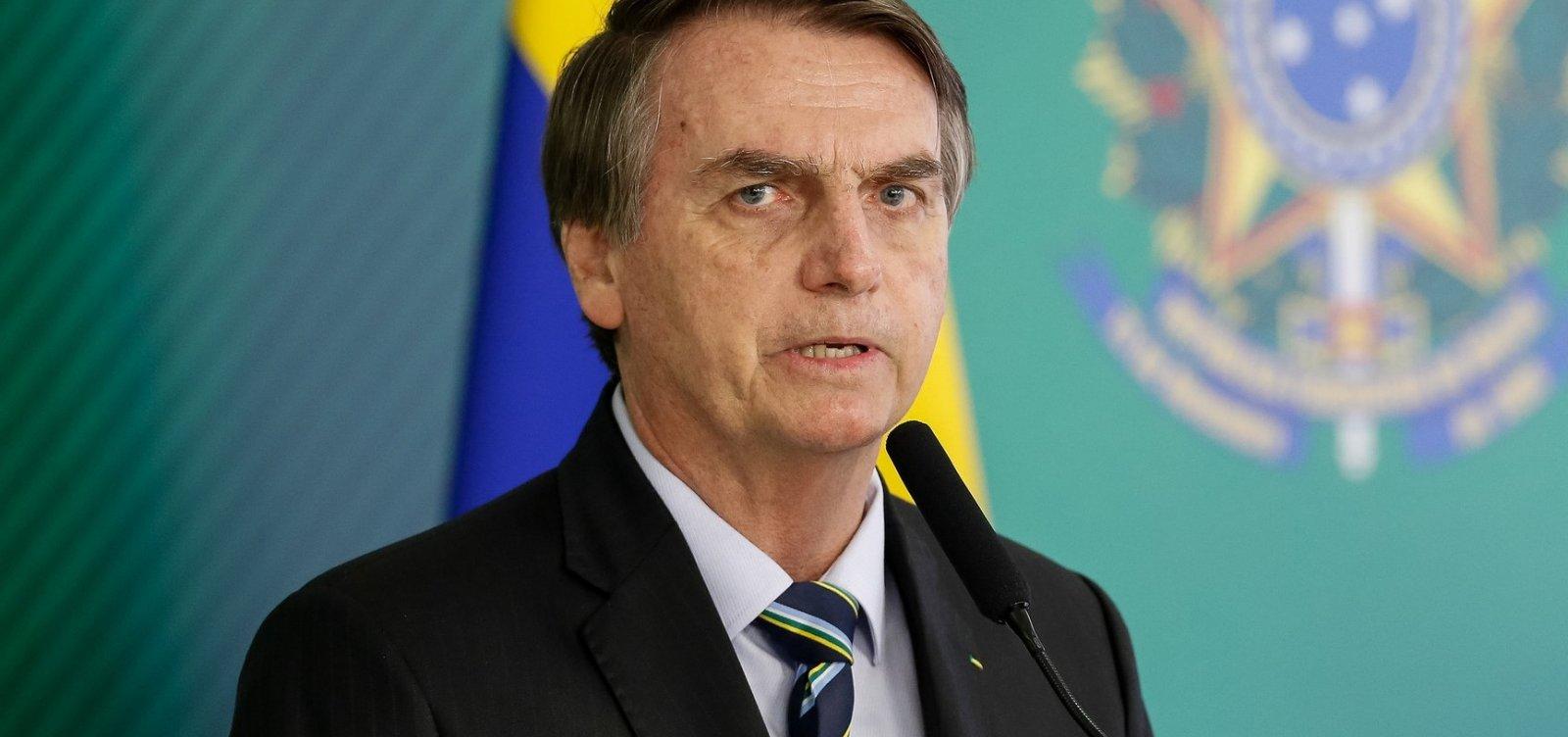 [Bolsonaro posta vídeo escatológico de carnaval e é denunciado por internautas]