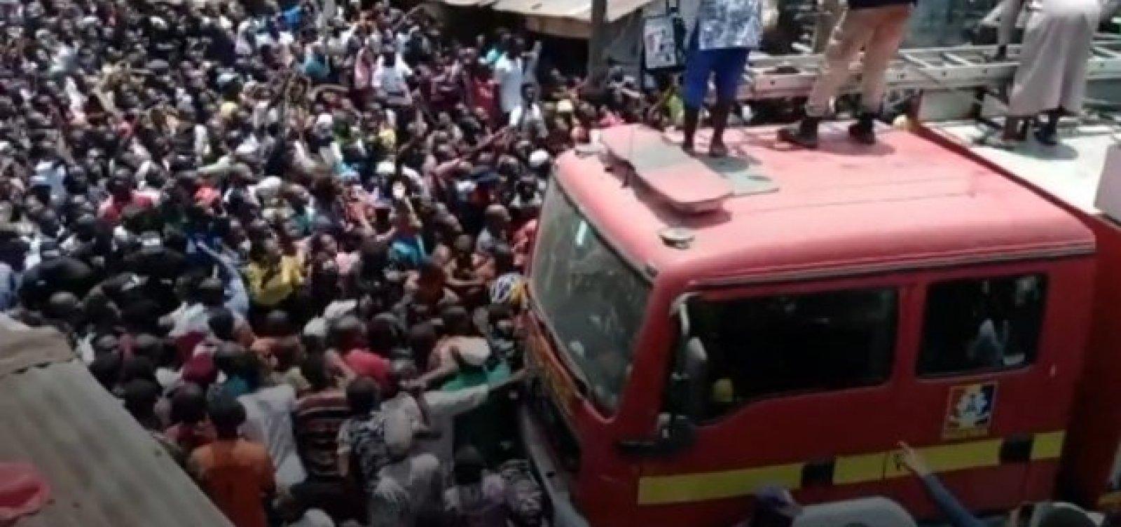 [Crianças ficam soterradas após desabamento de escola na Nigéria]