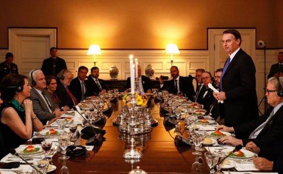 [Em primeira agenda nos EUA, Bolsonaro janta com embaixador e ministros]