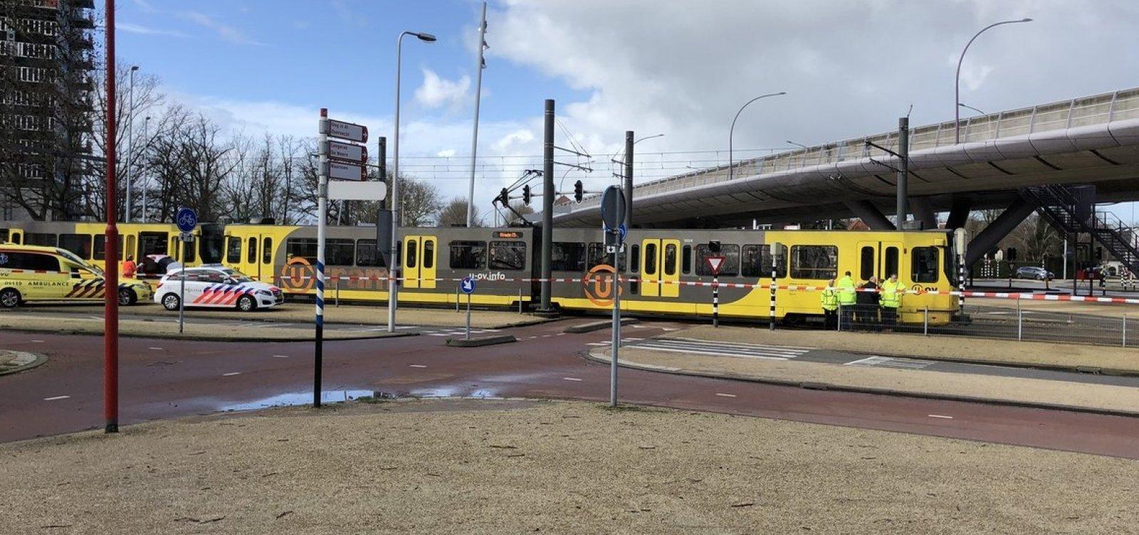 [Homem abre fogo contra passageiros em bonde na Holanda]