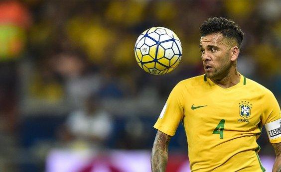 [Daniel Alves sofre lesão e é cortado de jogos da seleção brasileira; Fagner é convocado]
